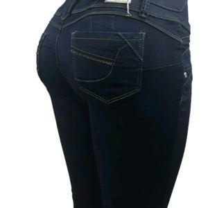 Denim - Nwt Design Buttlifting Jean size 3